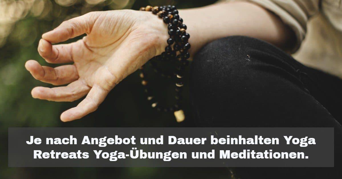 Je nach Angebot und Dauer beinhalten Yoga Retreats Yoga-Übungen und Meditationen.