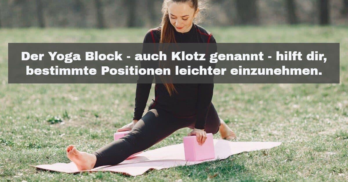 Yoga Zubehör: Der Yoga Block - auch Yoga Klotz genannt - hilft dir, bestimmte Positionen im Yoga leichter einzunehmen.